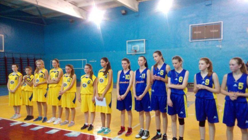 Хмельничани перемагають на обласному чемпіонаті з баскетболу