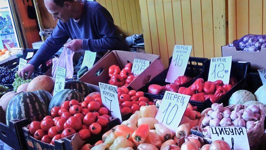На хмельницьких ринках дорожчає м'ясо і падають ціни на овочі