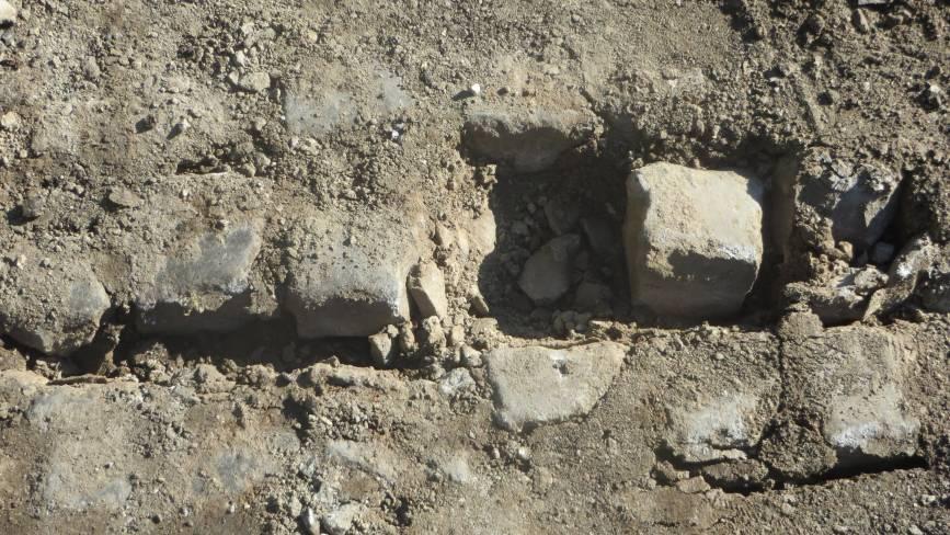 Бруківку початку ХХ століття відкопали на Старокостянтинівському шосе