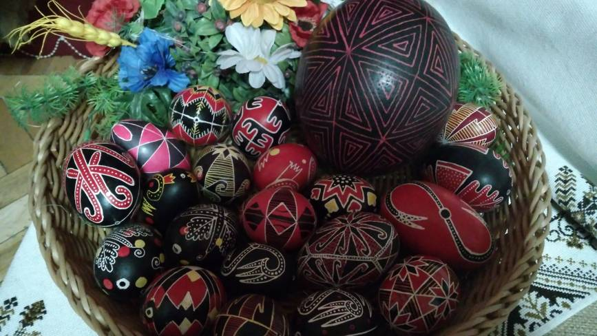 Писанкарство Хмельниччини: традиції та символіка