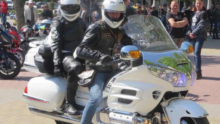 """Під рев """"залізних коней"""": у Хмельницькому байкери відкрили мотосезон (ФОТО)"""