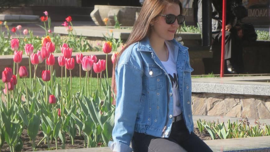 Фото дня: в центрі Хмельницького зацвіли тюльпани