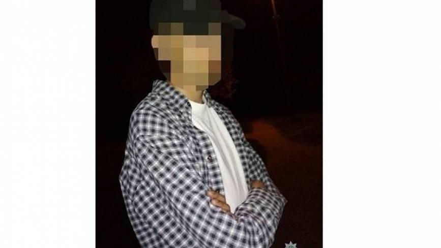 Вночі посеред парку Чекмана з наркотиками попався 19-річний хмельничанин