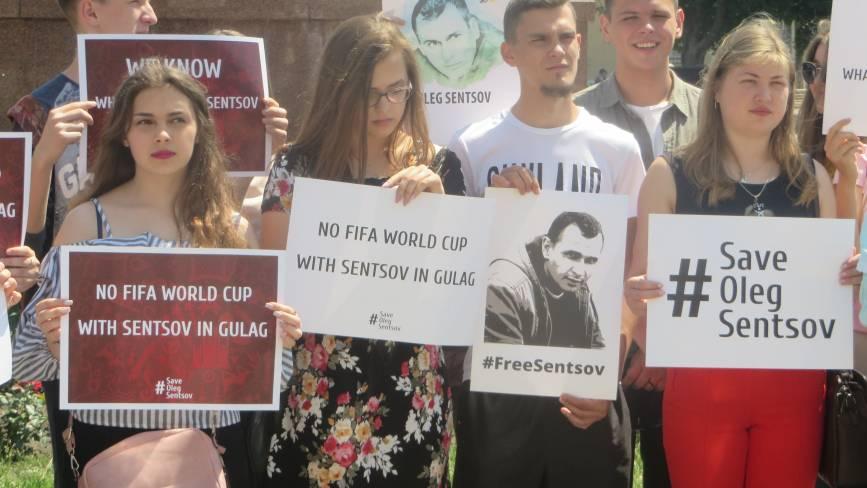 #SaveOlegSentsov: у Хмельницькому влаштували акцію на підтримку політв'язнів