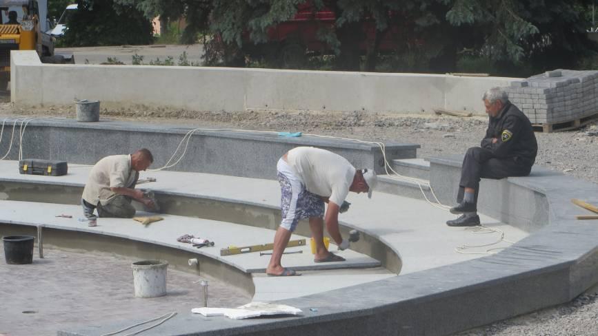 """Біля """"Сілістри"""" завершують ремонт площі. Коли відкриють новий фонтан"""
