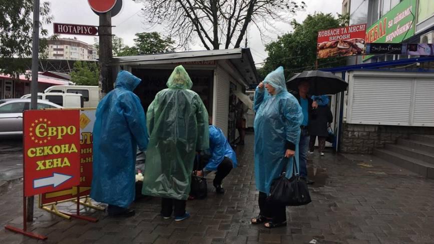 Дощові вихідні у Хмельницькому. Фото з вулиць міста