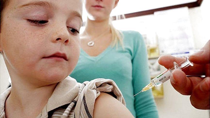 Чи варто робити дітям щеплення: думки хмельницьких матусь і поради лікаря