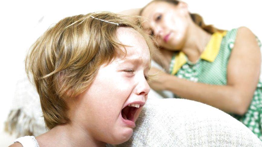 Як реагувати на дитячу істерику: коментарі мам та поради психолога