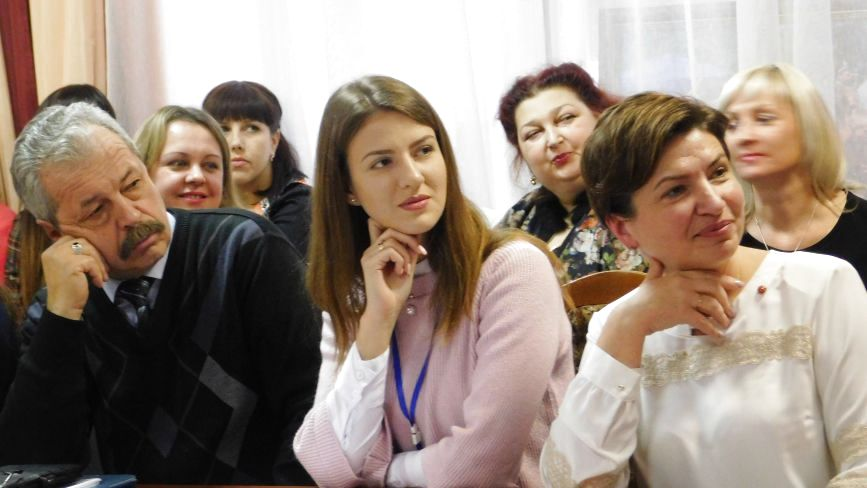 """""""Вчитель не може стояти на місці"""": у Хмельницькому обговорили плюси та мінуси НУШ"""