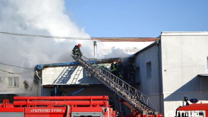 Пожежа у Дубовому. Що горіло біля ринку (ФОТО, ВІДЕО)