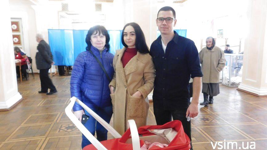 """""""Треба підняти свою п'яту точку"""": хмельничани активно йдуть на вибори"""