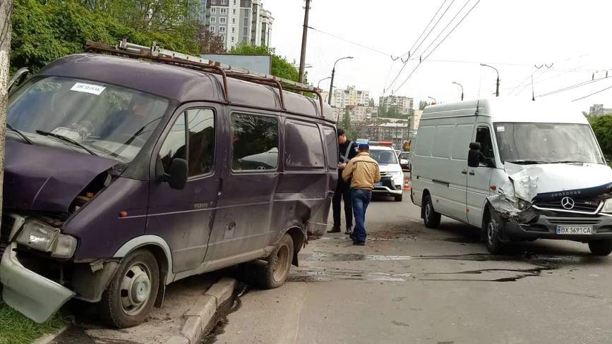 На Свободи зіткнулися «Mercedes» та «ГАЗель» (ФОТО)