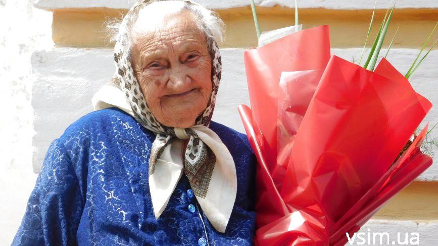 """""""Їли гнилу бараболю, але не пухли"""": 100-річна Марія Войчишена із Хмельницького розповіла про своє непросте життя"""