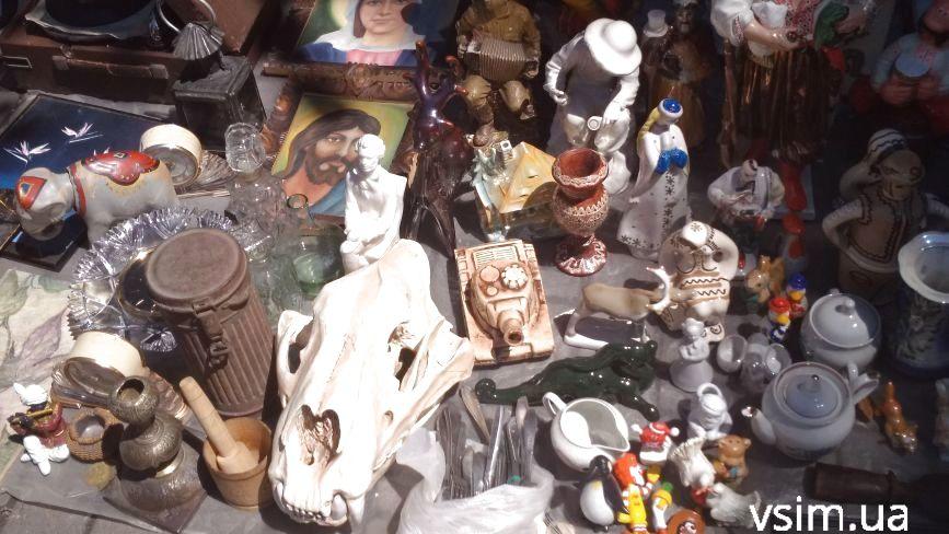 """""""Блошиний"""" ринок у Хмельницькому: що продають та які ціни"""