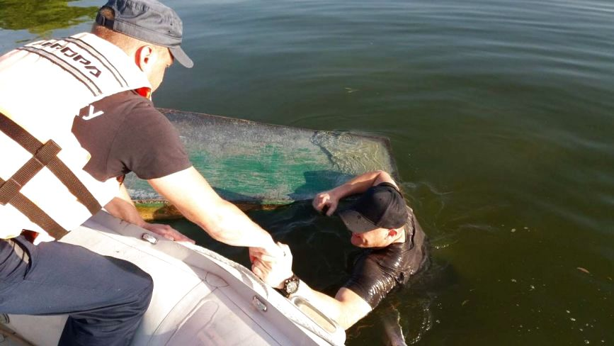 На Дністрі мало не втопилися двоє дорослих чоловіків
