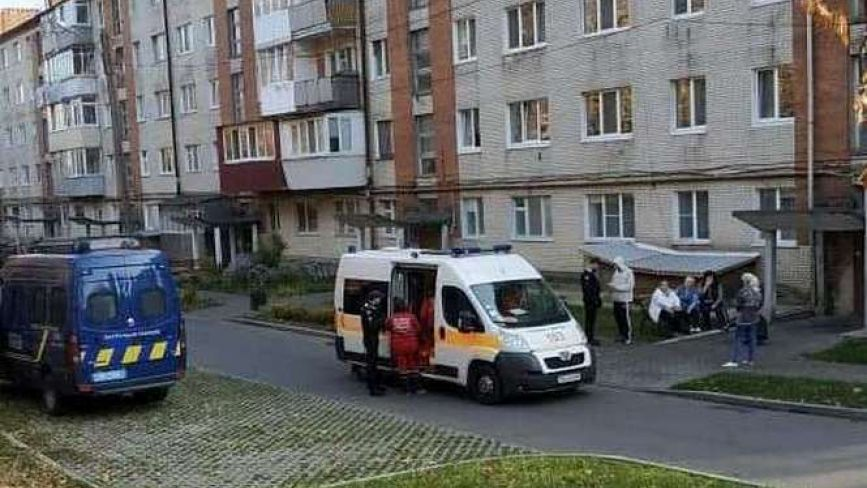 """""""Швидка"""" і поліція: на Старокостянтинівському шосе побили чоловіка"""