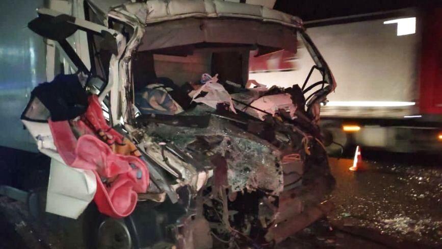 В ДТП біля Війтівців водій вантажівки отримав переломи обох ніг (ФОТО)