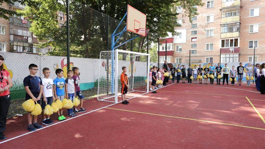 У Хмельницькому відкрили спортивний майданчик за 1,45 мільйона