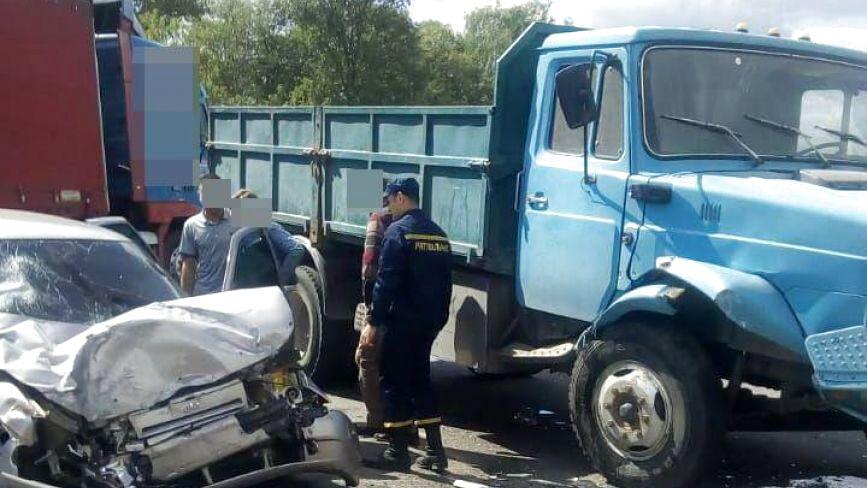 Зіткнення вантажівки та легковика біля Хмельницького: постраждали 4 людини (ФОТО)