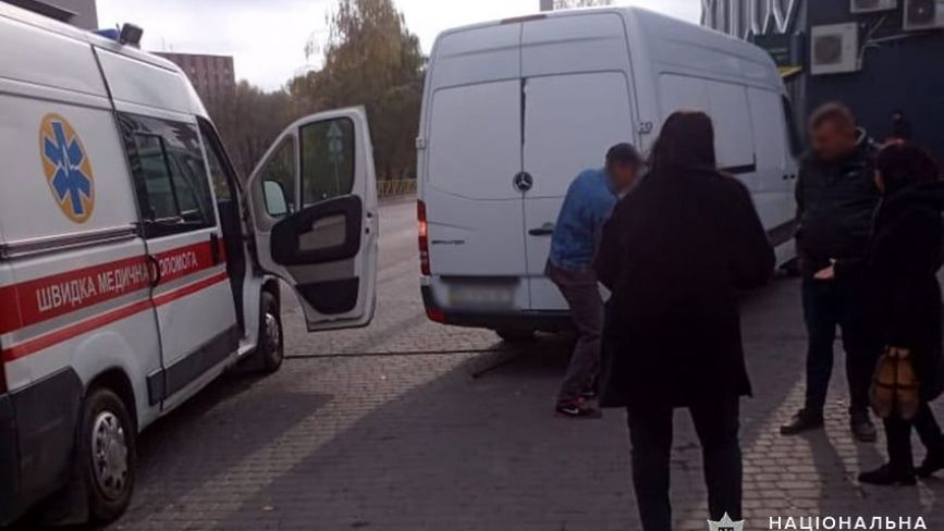 У Хмельницькому мікроавтобус наїхав на жінку