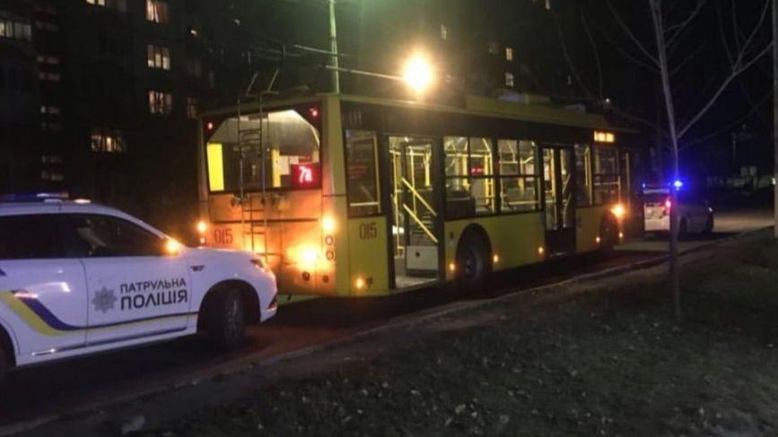 У Хмельницькому стріляли по тролейбусу з пасажирами