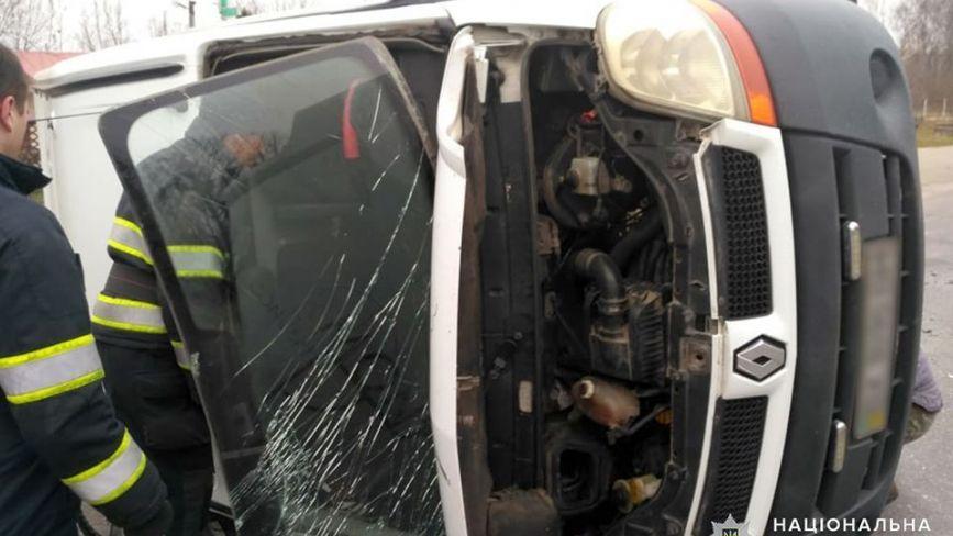 Під Хмельницьким п'янючий водій протаранив бус, у якому їхала родина з дитиною (ФОТО)