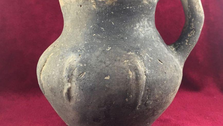 Унікальний посуд та скульптури: На березі Дністра відшукали стародавні артефакти  (ФОТО)