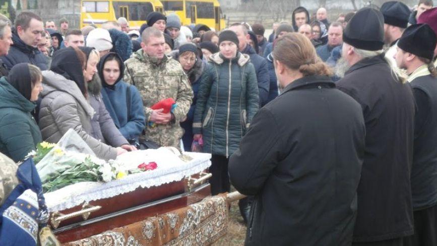 На Хмельниччині поховали загиблого на Сході 24-річного Богдана Шацького