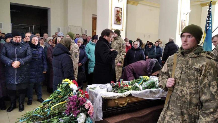 У Славуті попрощалися зі старшиною Петром Семенюком, який помер на Сході