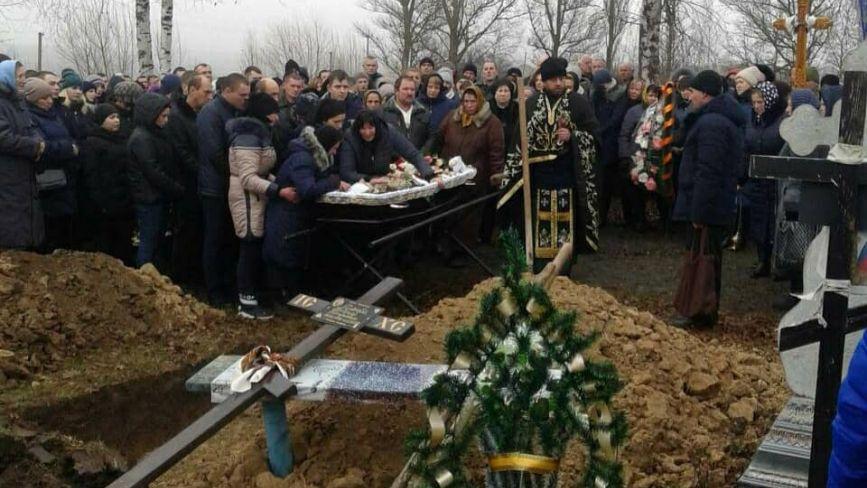 На Хмельниччині в останню путь провели загиблого на Сході Андрія Дзюбу