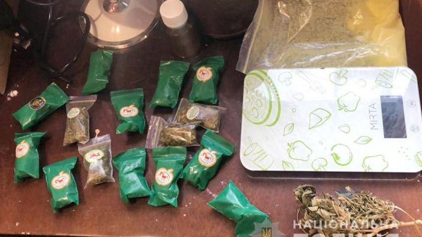 """У Хмельницькому судитимуть """"закладчиків"""", у яких знайшли наркотиків на 2 мільйони гривень"""