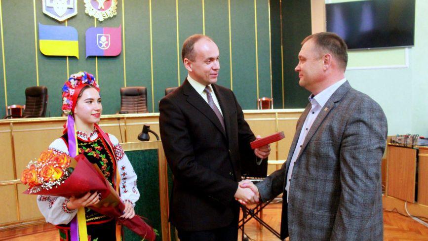 Дмитро Габінет вручив державні нагороди та почесні відзнаки визначним хмельничанам