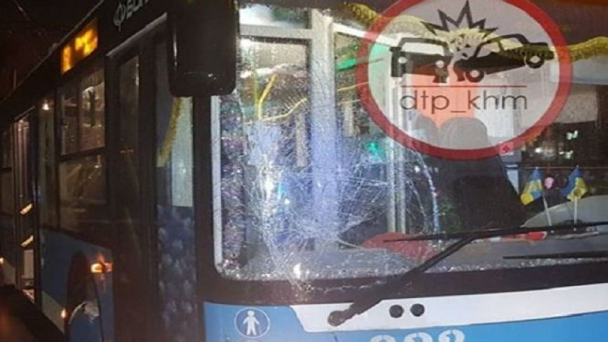 У Хмельницькому тролейбус збив чоловіка (ФОТО)