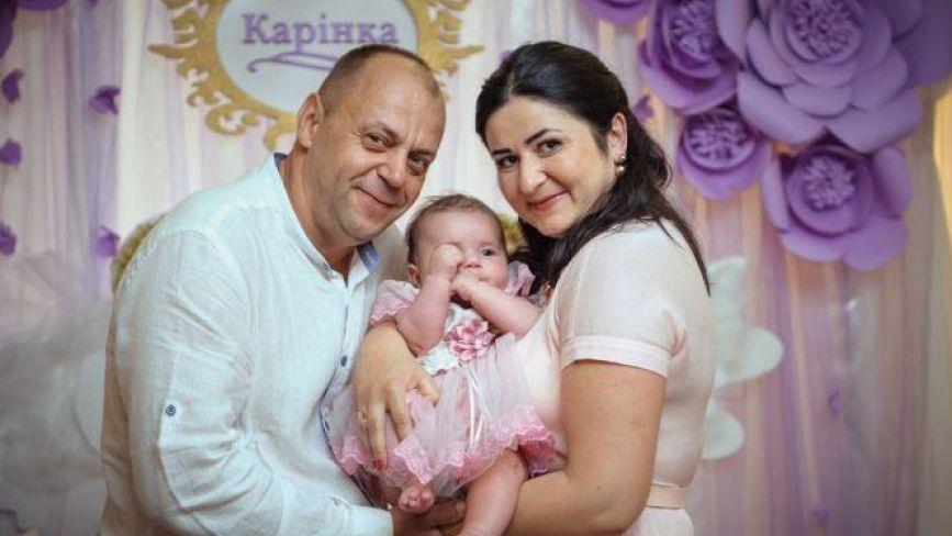 Крихітну Каріну із Хмельницького забрали на лікування в Італію. Як вона себе почуває