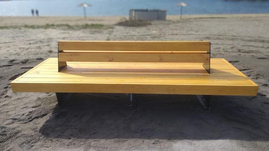 На міському пляжі з'явилися нові лавки. Скільки на них витратили