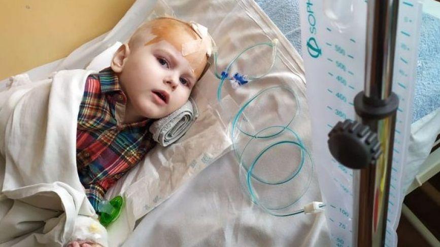 """""""Поки він живий, я не здамся"""": мама маленького Максима із Хмельницького благає про допомогу"""