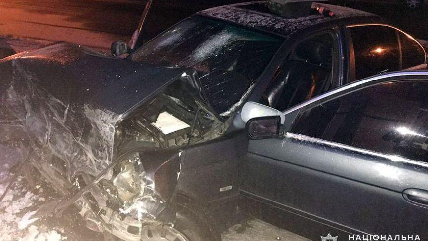 На Хмельниччині BMW влетіло у бетонну стіну: є постраждалі