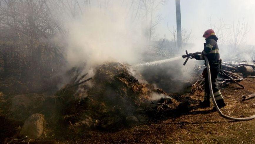 18 пожеж за добу. На Хмельниччині люди продовжують спалювати суху траву