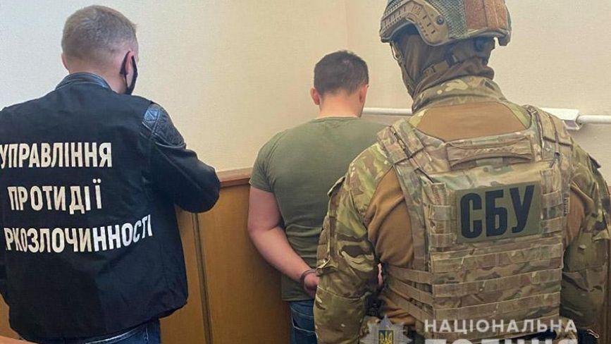 У Хмельницькому затримали посадовців ДСНС, які торгували наркотиками