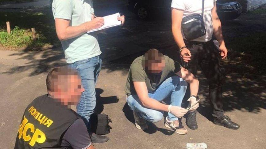 На Хмельниччині затримали на хабарі чиновника ДФС