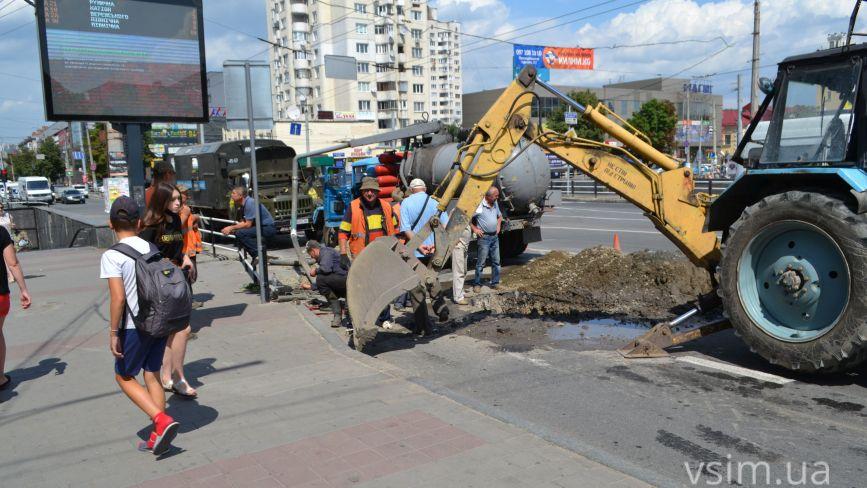 Центр Хмельницького без води через аварію: коли закінчать ремонт