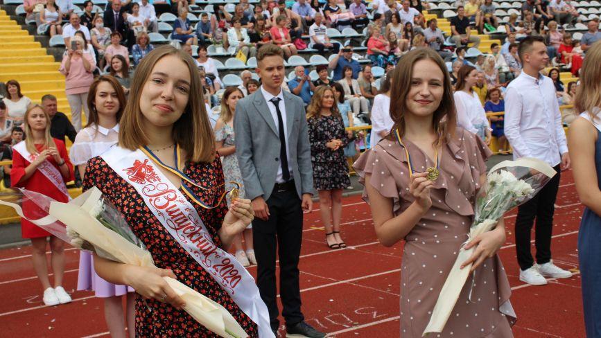 Хмельницькі випускники отримали медалі (ФОТО)
