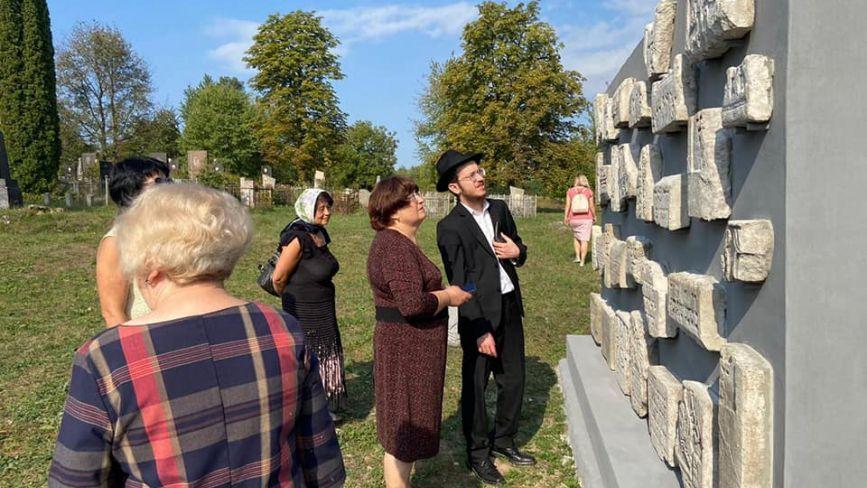 На Хмельниччині відкрили меморіал з єврейських надгробків