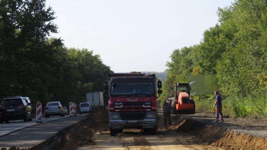 Поблизу Хмельницького почали ремонтувати чергову  ділянку траси Н-03 (ФОТО)