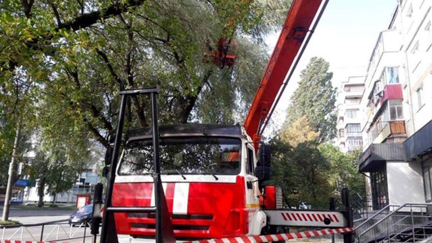 На Хмельниччині рятувальники ліквідували наслідки негоди (ФОТО)