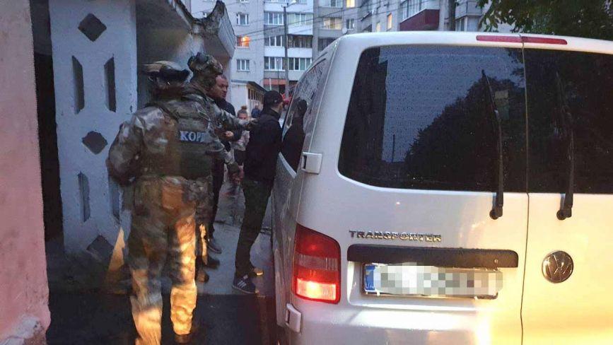 У Хмельницькому провели спецоперацію по затриманню банди квартирних злодіїв (ФОТО)