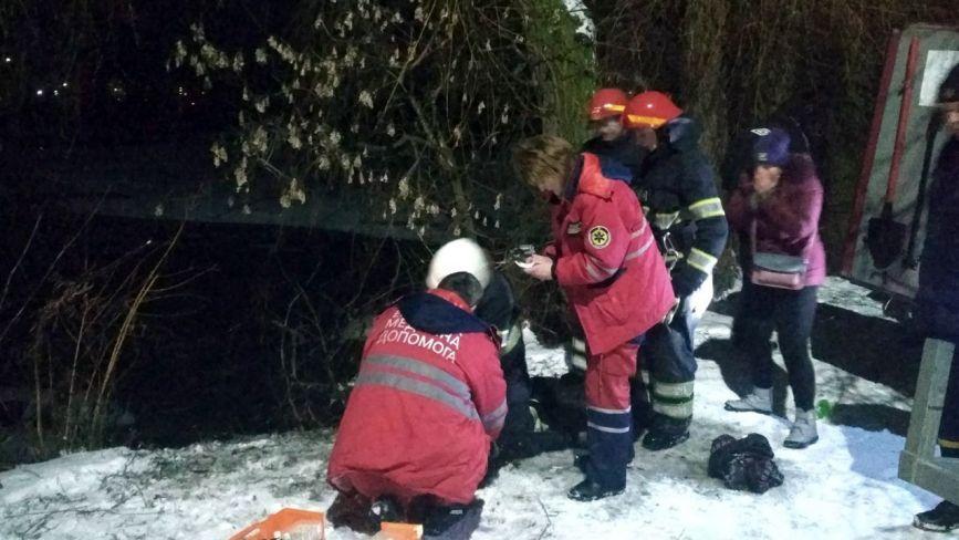 На Хмельниччині під лід провалилось двоє людей: 25-річний чоловік загинув