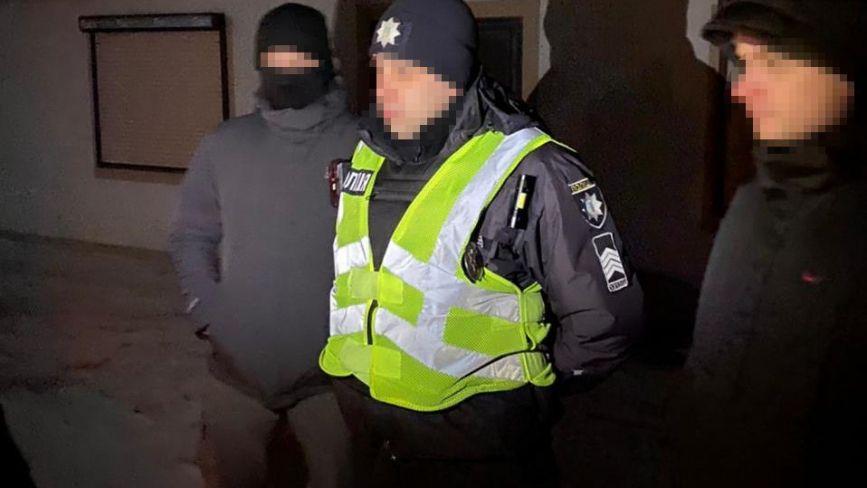 """На Хмельниччині затримали поліцейського на """"зливі"""" службової інформації (ФОТО)"""