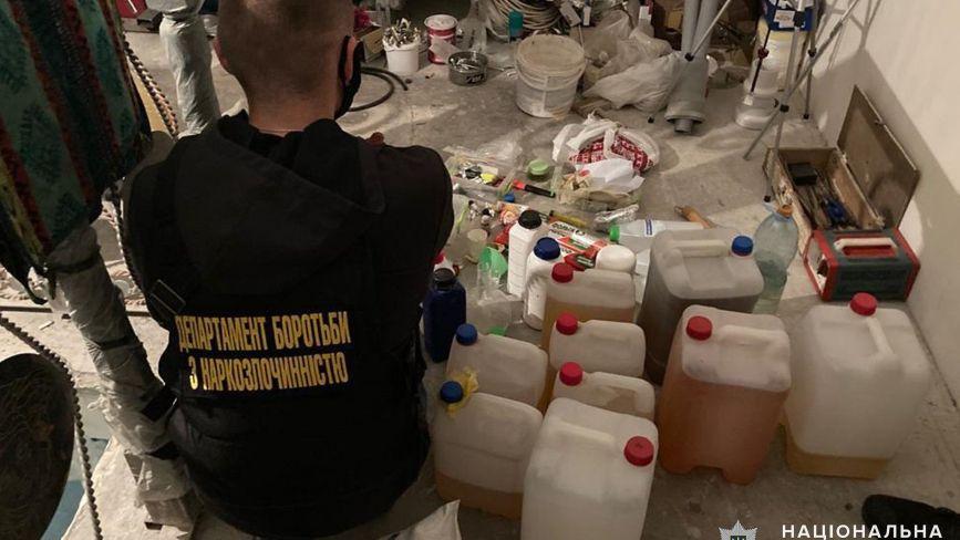 Наркотиків майже на мільйон. Судитимуть банду, яка виготовляла і продавала амфетамін
