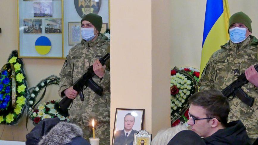 У Кам'янці попрощалися із загиблим на Донбасі підполковником Ковалем (ФОТО)